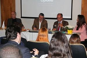 Durante o debate, Carneiro ressaltou que a participação política do cidadão no Brasil está relacionada com a sua formação.